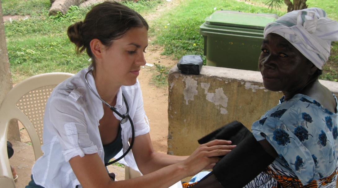 Projects Abroad medical volunteer gains experience while doing her HIV/aids internship in Ghana.